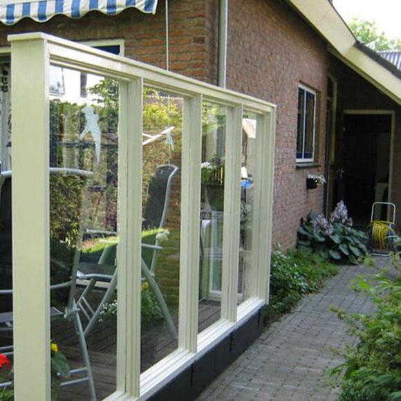 Glazen tuinscherm